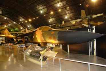 F-111 está em posição dificil para fotografar inteiro