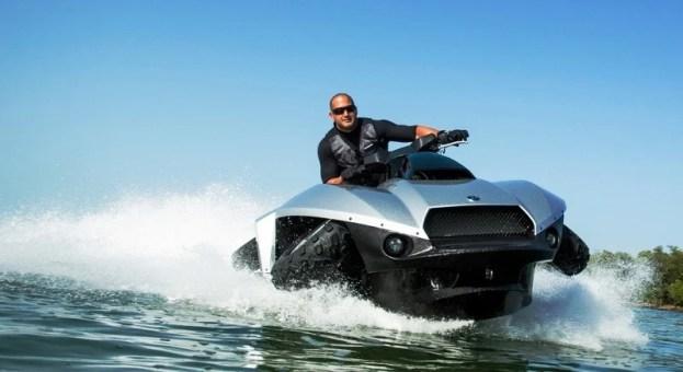 Gibbs Quadski on water