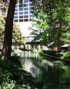 Although it was sunny in Texas, the shade made my stroll on the River Walk nice and relaxing.