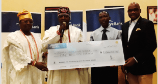 Obateru of Egbin Kingdom, HRM, Oba Abdul Akeem Adeoriyomi Oyebo (2nd left) presenting a cheque to Mr. Olusola Olusegun Ezekiel, N1 millionnaire Prize Winner (2nd right); Executive Director, Technology & Services, Skye Bank Plc., Mr. Innocent Ike (right) and Kazeem Ogbara, Asoju Oba of Ikorodu (left) at the cheque presentation in the on-going 'Reach for the Skye Millionaire' reward promo held at the weekend in Ikorodu.
