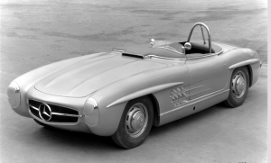 Mercedes-Benz 300 SLS touring sports car (W 198), view of the vehicle with roll-over bar behind the driver's seat.