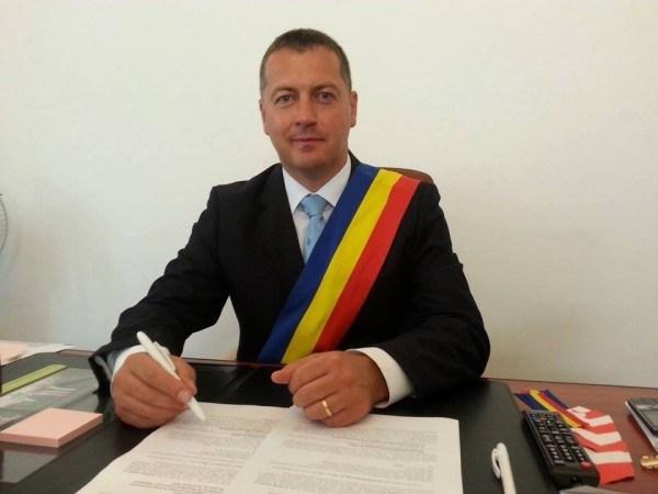 Primarul Cristian Resmeriţă e revoltat împotriva consilierilor PNL care, în opinia sa, se opun proiectelor pentru dezvoltarea Lupeniului