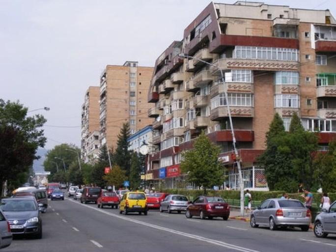 10-blocuri-intra-reabilitare-la-petrosani1343191997