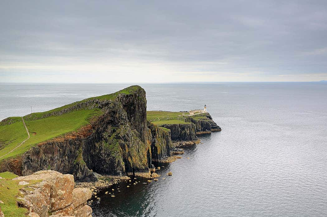 Neist Point Lighthouse and rocky coastline on the Isle of Skye. Click through to see 28 mind blowing photos of Scotland!