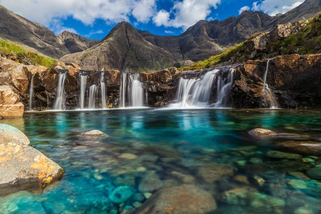 Fairy Pools in Scotland! Click through to see 28 mind blowing photos of Scotland! - Avenly Lane Travel