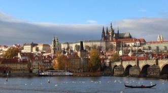 PragueCastle_PragueSmallTown_riverbank_RadkaZKing2015