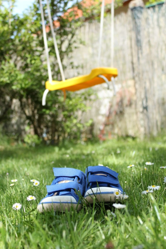 Sneakers_in_the_garden