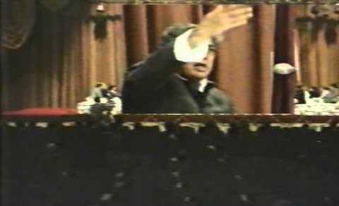Kaifi Azmi reciting his ghazal/nazm at All India Mushaira