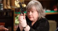 Netflix ordina Disjointed, comedy sulla marijuana di Chuck Lorre con Kathy Bates!