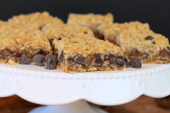 These Caramelitas are chewy bars with caramel and chocolate sandwiched between a crunchy, delicious oatmeal cookie crust! It's an easy, delicious recipe.