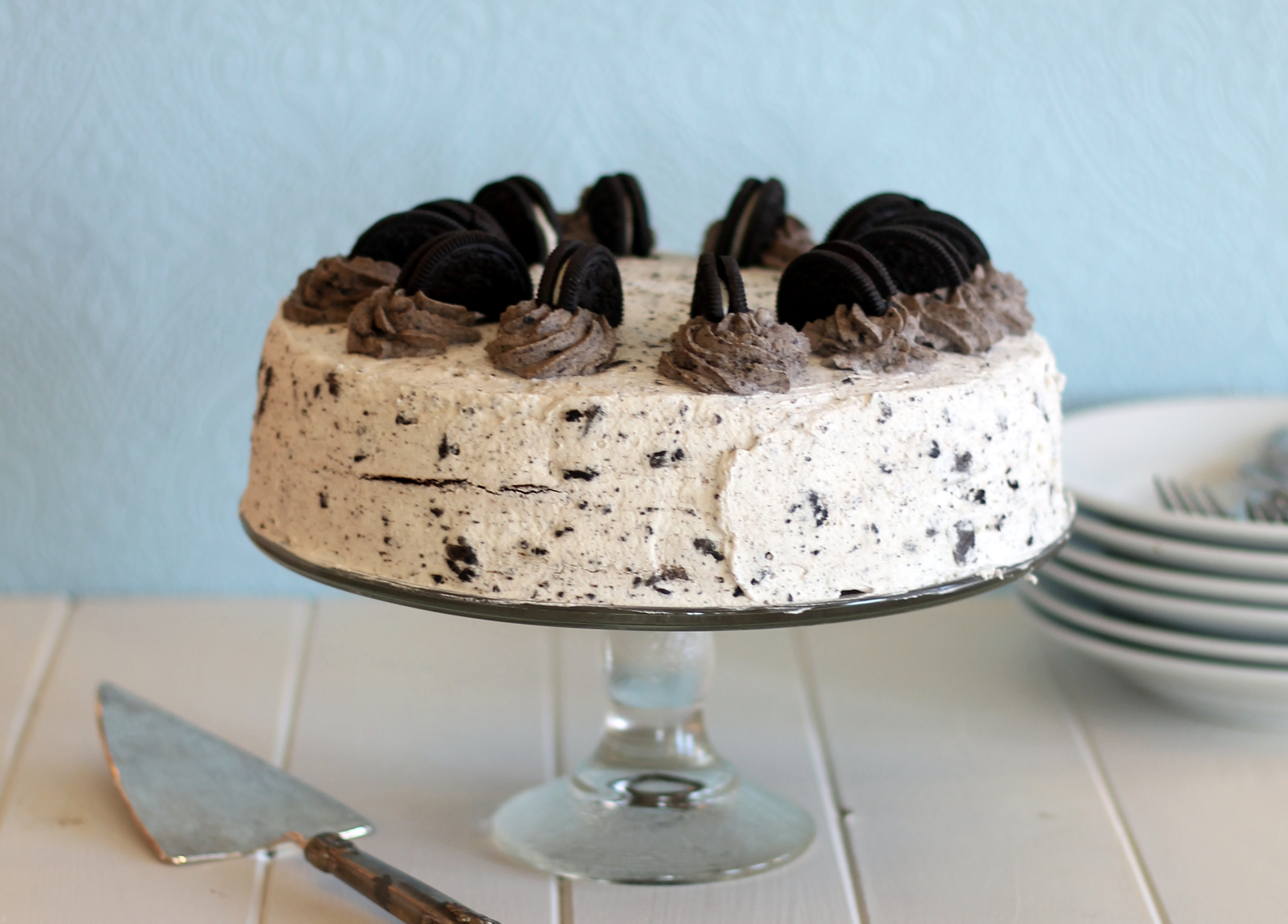 Sep 12,  · Separate the cream from oreos using a knife. Place cookies onto a plate, and creams into a bowl. Line a 4-quart mixing bowl with plastic wrap. One by one, dip the separated oreo pieces into the milk and place around the bowl according to the video. In a medium bowl, mix cream cheese and sugar until smooth/5(29).