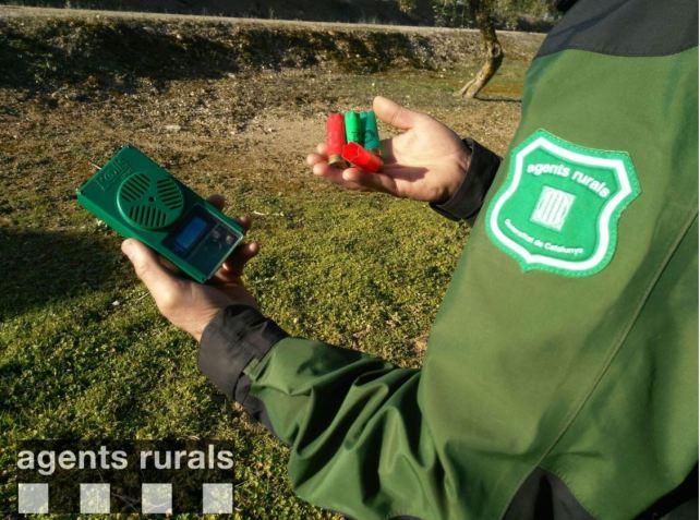 Els Agents Rurals de la Noguera denuncien un caçador a Foradada per portar un carregador per a 4 bales