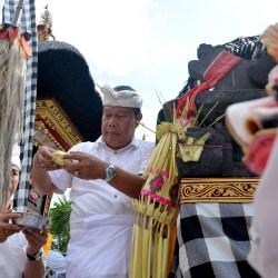 """Sekda Rai Iswara Mendem Pedagingan di Palinggih """"Padma Capah"""""""