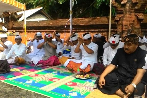 Wagub Sudikerta Apresiasi Pawintenan Pemangku Pura Penataran Agung Dhalem Tegal Besung