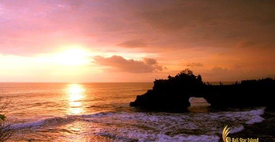 Batu Bolong Temple Sunset View – Tanah Lot Bali