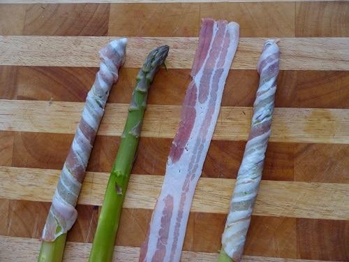 Gruener Spargel mit Bacon Umwickelt