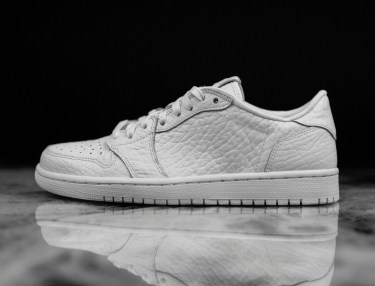Air Jordan 1 No Swoosh Triple White