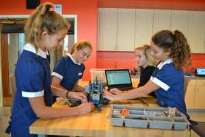 Eighth graders build robots in the lab.