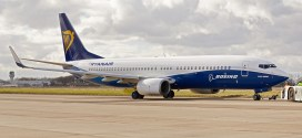 Ryanair_Boeing 737-800WL in special hybrid livery.