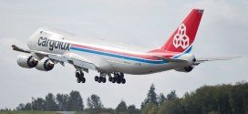 Video: Cargolux Boeing 747-8F pilot does a ultra-low height wing wave
