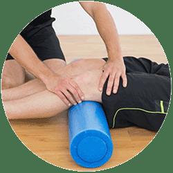 chiropractor treating knee pain