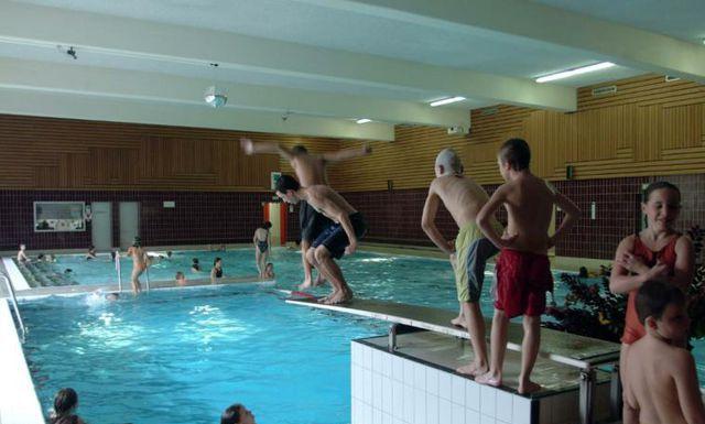 cfnm nude swim meet swimming