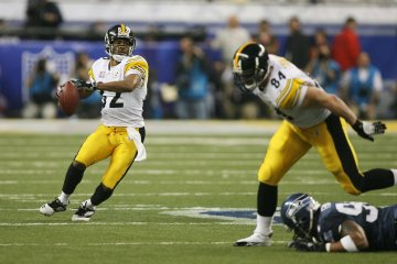 Wide receiver Antwaan Randle El #82 sets to throw a touchdown pass to Hines Ward #86 in Super Bowl XL.