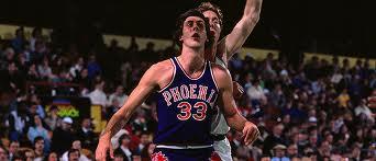 Alvan Adams, lungo tiratore ante-litteram, fu uno dei trascinatori dei Suns del '76