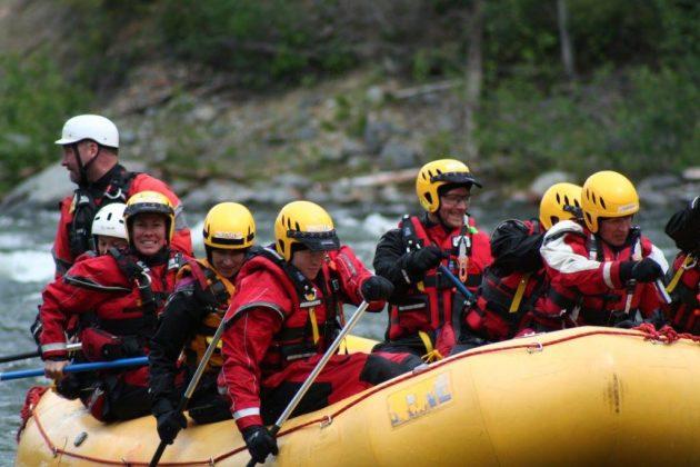team-paddling-raft