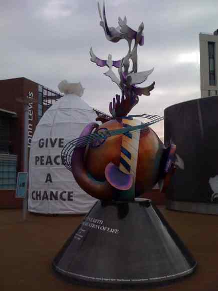 2010_lennon-peace-monument-liverpool_03