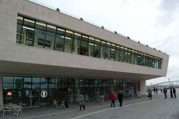 2010_pier-head-building-liverpool_01