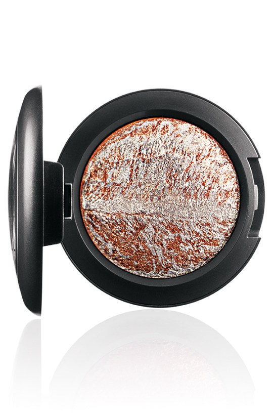ApräsChic MineralizeEyeShadow WinterPursuit 72 Introducing MAC Après Chic Collection