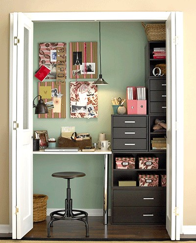 bureau dans un placard bee organis e. Black Bedroom Furniture Sets. Home Design Ideas