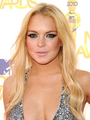 Lindsay Lohan Threatens to Sue Media for False Stories