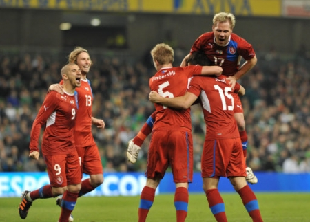 Russians storm the Czechs, while Greece hold Poland to a draw