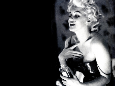 Marilyn A Chanel N.5 Forever: Published For The First Time