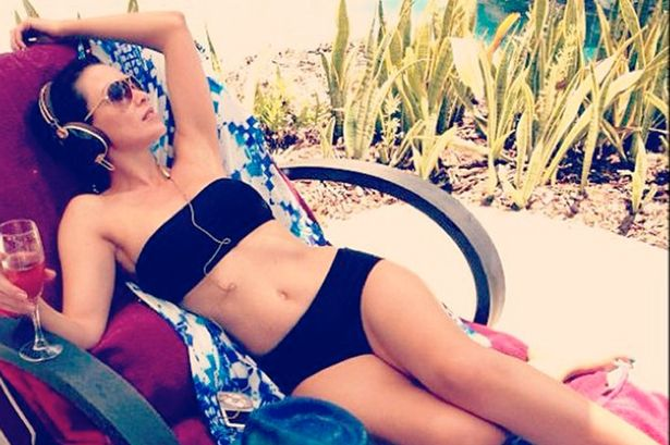 Dannii Minogue shows off her super hot bikini body