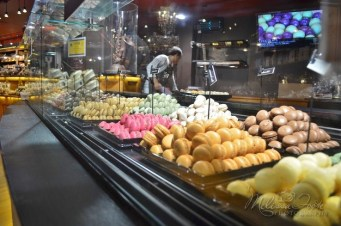 So many to choose from! French macaroons!