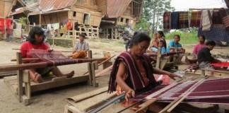 Kisah Hamdan, Sukses Menjual Tenun di Dunia Maya
