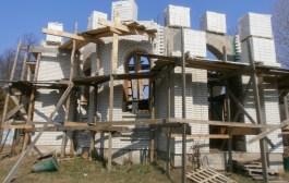 Продовжується будівництво Свято-Успенського храму
