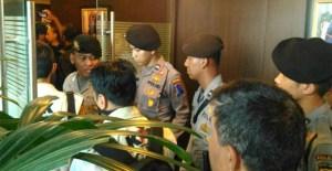 KPK Melakukan Pengeledahan Pada Ruangan Anggota Komisi III DPR Putu Sudiartana
