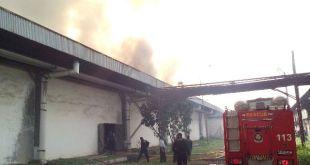 Kebakaran di gudang PT Sandratex (foto: Asep)
