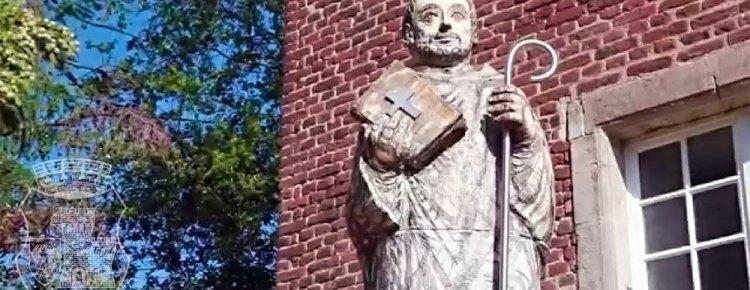Statue des heiligen Bernhard von Clairvaux am Zisterzienserkloster Langwaden.