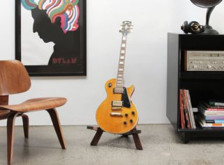 Stol-Guitar-Stand-Walnut