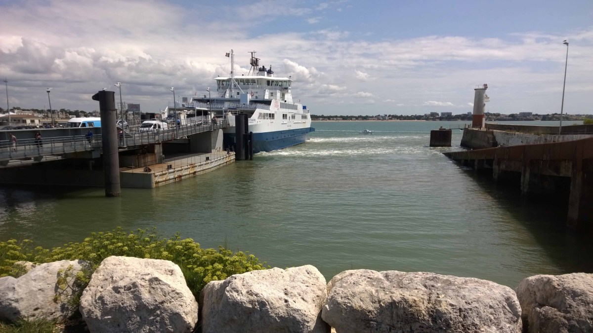 Photograph of ferry docking at Royan ferryport