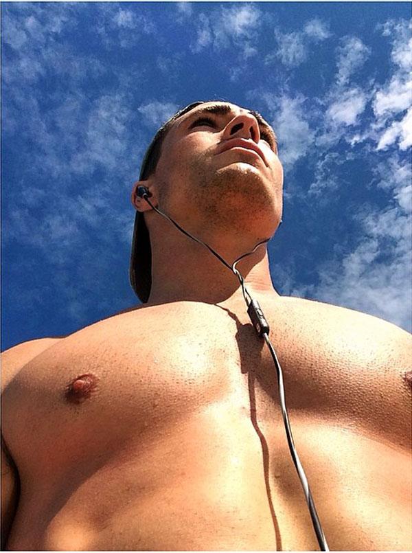 colton-haynes-shirtless1