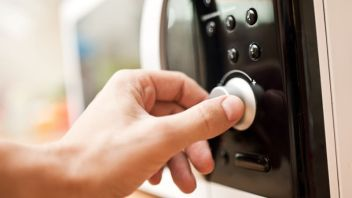 Microwave Ovens: Science behind it; comparison with gas stove; and some myths/realties