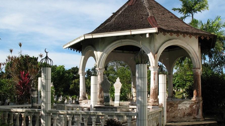 Maqam at Masjid Bahagian Kuching