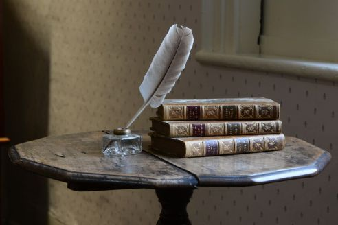 jane_austen_house_museum_writing_table_p&p