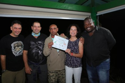 Carlos Pena receives his certificate. (photo by Ernesto Reyes)